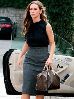 Jennifer Love Hewitt with LV handbag